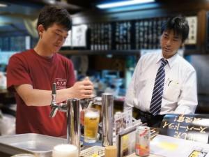 生ビール講習を受けるスタッフさん