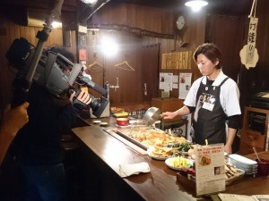 道頓堀本店の和田店長が関東煮(かんとだき/おでん)をたいてるところを撮影です