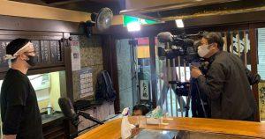 TBS「グッとラック!」さんの取材を受ける たこ梅 東店 多比羅店長